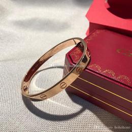 4051c2478983 Nueva moda de lujo diseñador de joyas para mujer pulseras para hombre damas  amor encanto pulsera braccialetto di lusso carro marca brazalete Pulseira