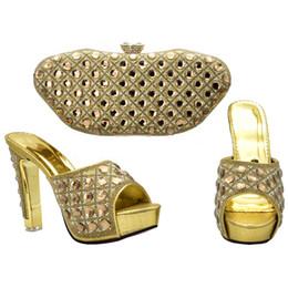 Bolso del zapato de la boda online-Zapatillas de boda con monedero y bolsos a juego de monedero a juego de mujeres africanas con diseños a la moda decorados con zapatos de novia de strass