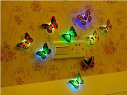 2019 farbwechselladegeräte Kreatives buntes Schmetterlings-Nachtlicht kann dekorative Lichter LED einfügen Einfache energiesparende dekorative Wandleuchte