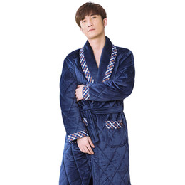 bata gruesa de hombre Rebajas Grueso 3 capas para hombre vestidos de invierno roupao de banho albornoz caliente de los hombres de alta calidad marino terciopelo algodón acolchado marca masculina bata L-3XL