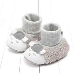 Zapato suave rosa bebé online-Botas de cordero de bebé zapatos de invierno Bebé niño niña Gris rosado Oveja animal Cordero botines zapatos Cálido interior Suave