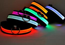 Vendi bene LED in nylon Collare per cani da compagnia Night Safety LED Light lampeggiante Glow in the Dark Cane piccolo Pet Guinzaglio Collare per cani Lampeggiante Collare di sicurezza da