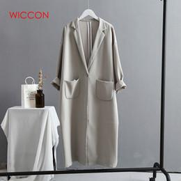 Gabardina de invierno mujer gris online-Womens Trench Coats Otoño Invierno 2019 Pocket Versión coreana Tamaño grande Loose Long Mujer Trench Coat Negro / Gris