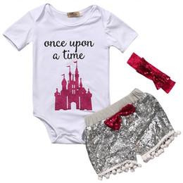 Baby Girl Rompers Impresión de letras Camisa de manga corta Arco de lentejuelas diadema Shorts 3 piezas de un conjunto de trajes de moda para el hogar Kit 26ks E1 desde fabricantes