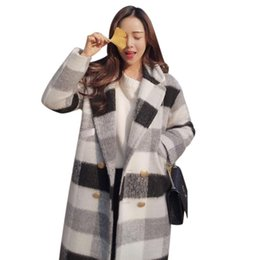 2019 женские кардиганские куртки Womens Autumn Winter Long Sleeve Woolen Coat Black White Plaid Checked Thickened Jacket Warm Lapel Collar Cardigan With Button P дешево женские кардиганские куртки