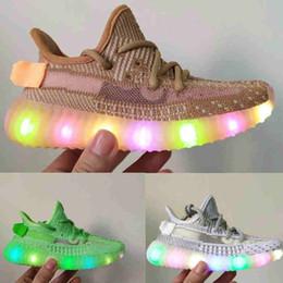 2019 осветите кроссовки Infant V2 LED Light Up Светящиеся детские кроссовки Kanye West True Form Статическая глина Гиперпространство Малыш Мальчики Девочки Дети Статические кроссовки скидка осветите кроссовки