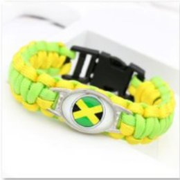 pendentif ovale plaqué or en gros Promotion Drapeau de la Jamaïque charme Paracord s bracelets amitié camping en plein air bracelets de sport pour les fans 10pcs / lot