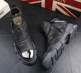 coreano homens botas sapatos de couro Desconto grife de luxo Casual raquetes Martin botas dos homens versão coreana do palhaço booties alta sapatos de alta ankle boots casuais masculinos de couro do desenhador V47