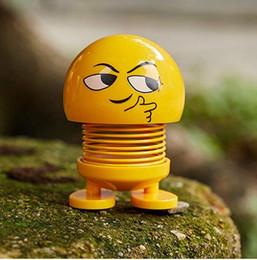 новые игрушки игрушечные автомобили Скидка Игрушки смешные украшения автомобиля Emoji тряска головы куклы украшения интерьера автомобиля аксессуары новинка тряска головы Весна танцы кукла игрушка для автомобиля