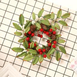 grinaldas de frutas Desconto Natal Flor Artificial Fruit Red Vine Círculo Big Pine Cone grinalda Coroa de Natal Handmade Red Fruit decoração cair da porta