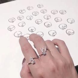 Le lettere anelli di dito online-Moda 26 lettere argento anello per le donne strass aperto anelli dito femminile anello di fidanzamento gioielli regalo di partito