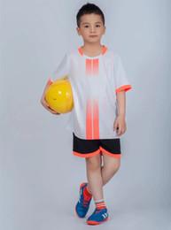 Футбол джерси набор желтый красный онлайн-Лето Настроить Футбольную Команду Матчи Униформа Мужчины Малыш Футбол Джерси и Короткие Комплекты Красный Синий Фиолетовый Белый Желтый Пользовательские Футбольные Наборы
