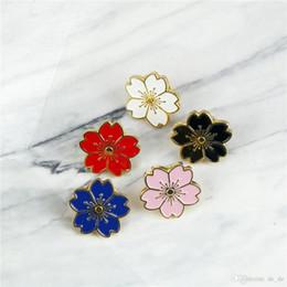 2019 botones de estilo japonés Flores de cerezo Flor Oro Plata Broche Alfileres Botones Chaqueta de mezclilla Alfiler Para bolsos Estilo japonés Joyas Regalo para niñas rebajas botones de estilo japonés