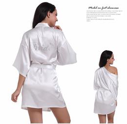 2019 Fashio Bridal Party Robe Carta Novia en el traje Volver Mujeres Boda de satén corta Kimono Ropa de dormir Trajes de spa para damas desde fabricantes