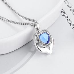 Joyas de ceniza online-Crystal Blue Heart Cremation Urn Necklace Jewelry Memorial Keepsake colgante de ceniza colgante collar para mujeres hombres envío gratis