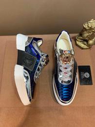 Sapato casual macio britânico on-line-Primavera de couro dos homens novos respirável sapatos casuais dos homens de couro macio Coreano Britânico macio sapatos antiderrapantes de uma geração