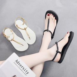 Donne coreane sandalo casual online-Sandwich toe estate pantofole femminile nuova antiscivolo pizzico spiaggia piatta versione per studenti casuale coreana con i sandali piani delle donne