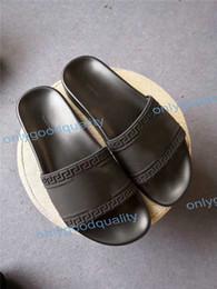 Mejores zapatos para el verano online-La mejor calidad con la caja de los hombres de las mujeres sandalias zapatos de diseño de lujo de diapositivas de moda de verano ancho sandalias resbaladizas planas Flip Flop tamaño 36-46