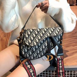 Transporte de tabletes on-line-High-end Saddle Bags Partido Make Up PU Bolsa das Mulheres Ao Ar Livre Boate Tablet Sacos de Ombro Do Telefone Móvel Frete Grátis