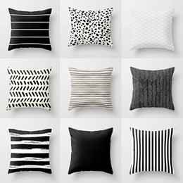 2019 cuscini divano nero rosso Copertura fronte-retro Stampa poliestere Copricuscino Nordic Simple White Stripes nero cuore rosso geometrica Cuscini per divano auto sconti cuscini divano nero rosso