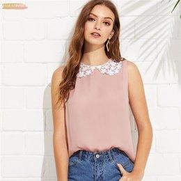 2019 camisolas sem mangas Applique rosa formal em torno do pescoço sem mangas rendas contraste botão casual blusa verão mulheres fim de semana camisa gola top camisolas sem mangas barato