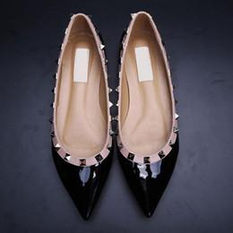 venta de zapatos de bailarina Rebajas ¡Venta! 34/40 Cuero genuino V Stud Bailarina Pisos Remaches Zapatos de boda Azul Negro Desnudo Rojo Amarillo Rosa Lujo Diseñador Runway Clásico Mujeres