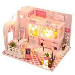 große plastikpuppen Rabatt Großhandel Puppenhaus Miniatur Puppenhaus mit Möbel Kit Holzhaus Miniaturas Spielzeug für Kinder Neujahr Weihnachtsgeschenk C009