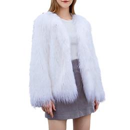 Casaco branco de pelúcia on-line-Plus Size Brasão Faux Fur Mulheres Winter Fur Jacket White Lady Plush Vintage Quente Fluffy Jacket Casacos Sobretudo Womens Clothes 2019
