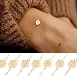 Zierliches silbernes armband online-Personalisierte einfache kleine erste Armbänder zierliche Gold Silber Brief zierliche Armband minimale Freundschaft Schmuck für paar Frauen Mädchen 395