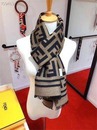 2019 chal grueso al por mayor Nuevo diseñador Hombres Mujeres Bufanda de lana de otoño invierno de alta calidad Soft Lamé Bufanda gruesa y cálida Chal de lujo largo clásico impreso al por mayor chal grueso al por mayor baratos