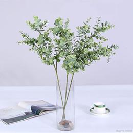 Kleine plastik weihnachtsbaum dekorationen online-Künstliche Kunststoff Eukalyptusbaumzweig für Weihnachtshochzeitsdekoration Blumen arrangment kleine Blätter Pflanze faux Laub