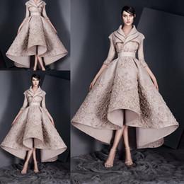 Abito lungo collo lungo v online-2020 Vintage Ashi Studio vestiti da sera di Appliques del merletto lunghi increspati Prom Dresses maniche raso Alto Basso partito convenzionale Gowns