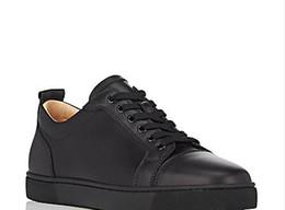 2019 nouvelle mode blanc en cuir plat casual chaussures hommes semelles rouges chaussures double couleur rivet hommes de basse qualité en gros ? partir de fabricateur
