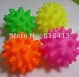 bater brinquedos de madeira Desconto Brinquedos de som Seguro Não-tóxico de Alta qualidade Pequeno Espinho Bola Cão Unisex Squeeze-som Brinquedo Dabbling Látex