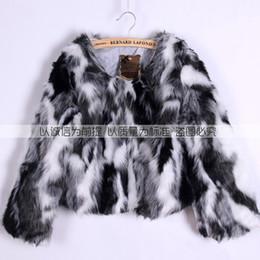 Argentina 2018 Otoño Invierno Nueva mujer abrigo de piel de imitación pelo de Fox ropa de mujer caro blanco y negro gris mezclado camisa corta cheap short gray fur Suministro