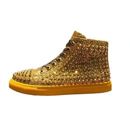 Sapatas do estilo do hip-hop do homem on-line-Estilo europeu e americano, sapatos masculinos de tabuleiro de topo, sapatos rebite personalidade, hip-hop casual shoes2019