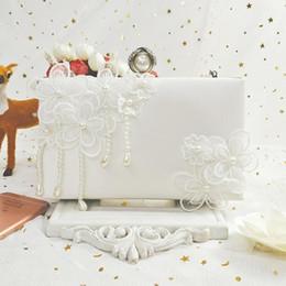 Canada Sacs de mariage Nice La Pop Fée Perle Gland Bourgeon Blanc Soie Fleurs Mariée Demoiselle D'honneur Banquet De Mariage Sac À Main supplier bride bridesmaid flower bag Offre
