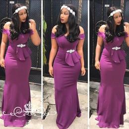 2019 formas africanas do arco Moda do Sul Purple Vestidos dama de honra Partido Africano fora do ombro do partido do casamento do país Cap mangas curtas frisada Bow Prom Vestidos Formais desconto formas africanas do arco