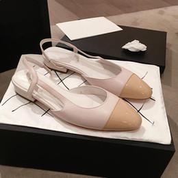 Fita com uma carta arco ponta sapatos de salto baixo festa de casamento flats sapatos mujers 2018 apartamentos primavera mix de sandálias de couro Baotou sapatos baixos de Fornecedores de dicas de sapato