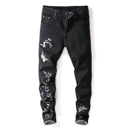Fiore di prugna nera online-Pop2019 E Pattern European Man Black Embroidery White Plum Blossom Micro Bomb Close Jeans da uomo