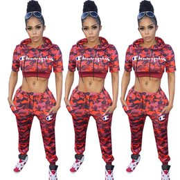 Tarnung online-Champion Red Camouflage Trainingsanzug Brief Print 2 Stück Outfit Kurzarm Mit Kapuze Crop Top Hosen Leggings Sportswear Sweatshirt Verkauf C3282