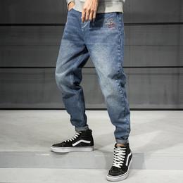 koreanische mode lose jeans Rabatt Korean Style Fashion Men Jeans Loose Fit Größe 28-42 Stickerei Designer Haremshosen Street Hip Hop Jeans Men Bleistift-Hosen