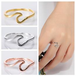925 einfache sterling silber ringe online-2019 einfachen stil ringe für Frauen Goldene rose gold Wellenförmige 925 Silber ring 1g größe 5 bis 11 luxus designer schmuck männer frauen Neupreis
