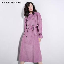 фиолетовое весеннее пальто Скидка ZURICHOUSE 2020 Женская ветровка Мода Фиолетовый вельвет пальто весна ретро двубортный Сыпучие Fit Long Trench Женский