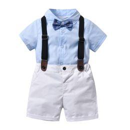 Trajes de muchacho preppy online-Preppy style kids outfits boys solapa camisa de manga corta + lazo de arcos + doble bolsillo suspender shorts 3pcs establece trajes de rendimiento para niños F3987