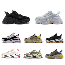 2019 calçado casual de couro puro Balenciaga Triple S Shoes Triple-s designer Paris 17FW Triple s Sneakers for men women black red white green Casual Dad Shoes tennis increasing sneakers 36-45