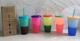 Tazze di cambiamento di colore online-HOT 24oz Cambia colore Tazza di plastica magica Bicchieri da bere con coperchio e cannuccia Colori caramelle Tazza di bevande fredde riutilizzabili tazza di caffè magica