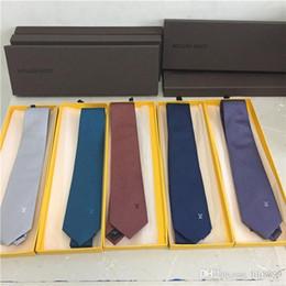 de alta qualidade embalagem caixa de presente 7 centímetros atacado dos homens laço do desenhista laço do desenhista dos homens de seda negócio do casamento laço marca de Fornecedores de arco musical