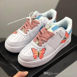 2020 butterfly designer shoes 2020 forças Designer baixas as meninas das mulheres Running Shoes ins estilo borboleta personalizada Rosa Grren azuis Formadores Sports Outdoor Sneakers Zapatos off butterfly designer shoes barato