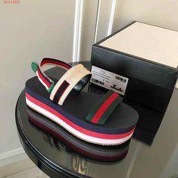 2019 boccale bocca cunei sandali neri Ultima serie dell'arcobaleno 2019 sandali con la suola spessa fondo del muffin importato Moda punta esposta Confortevole sandali femminili con zeppa